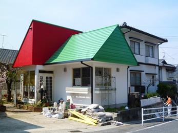 綺麗になっただけでなく、屋根や外壁塗装を変えただけなのに室内の暑さも軽減され嬉しいです。
